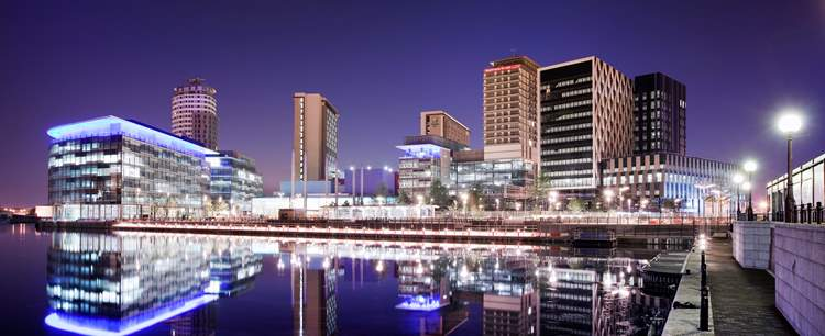 rsz mediacityuk from the lowry at night